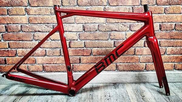 Comment reproduire une teinte RAG RED sur un vélo ?