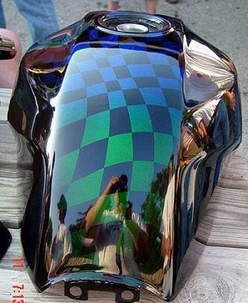 Comment conserver la brillance d'un vernis carrosserie