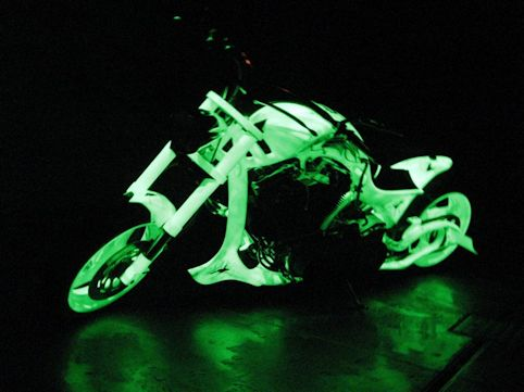 Peinture phosphorescente pour moto et voiture